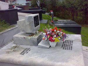 Una tumba parlante causa sensación en un cementerio austríaco