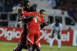 Panamá y Guadalupe se miden en la Copa de Oro en busca de protagonismo