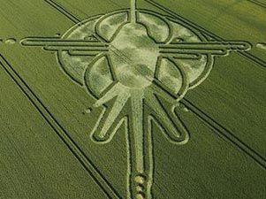 Aseguran que círculos en campos británicos predicen alineación para el eventual fin del mundo Circunormal-301xXx80