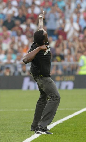 Usaín Bolt inaugura la Liga con el tiro de honor Bolt-tirodehonor-600x600x80