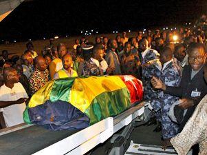 El cuerpo de una de las víctimas del tiroteo contra la selección de fútbol llega a Lomé en Togo