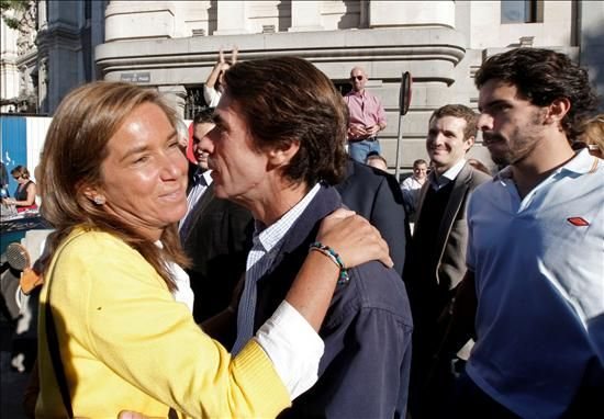 Aznar saluda a Ana Mato