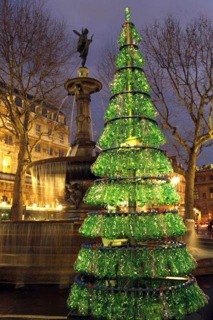 Paisajes y jardines arboles navide os reciclados - Arboles de navidad de diferentes materiales ...