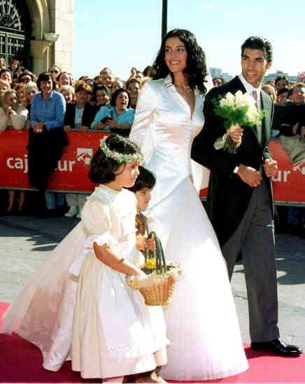 Blanca romero en su boda con cayetano rivera qu es for Blanca romero y cayetano rivera