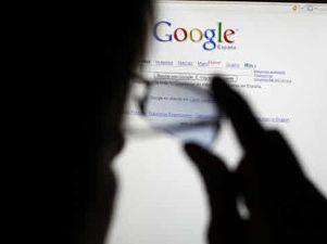 Usuario frente a un buscador de internet. Fuente: que.es
