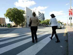 Los peatones que caminen sin cumplir las normas en carretera tambi n ser n multados qu es - Jefatura trafico zaragoza ...