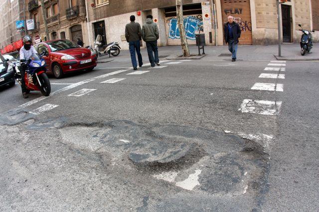 Mal asfalto en la calle marina qu es - Calle marina barcelona ...
