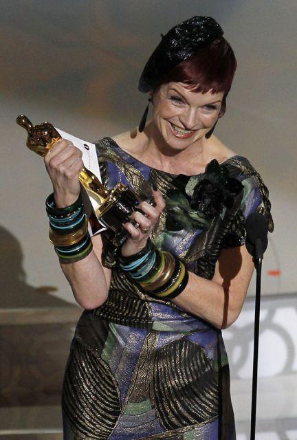Sandy Powell  recoge el Oscar al Mejor Vesturio por 'La reina Victoria'