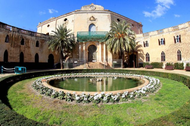 El Palau de Alfarrás dentro de los jardines