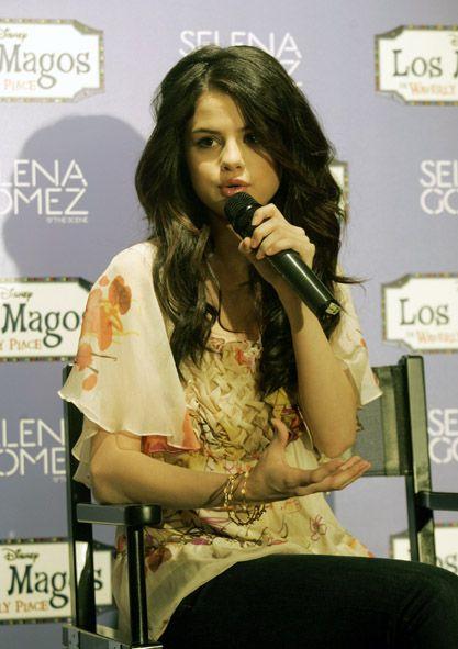 Biografía de Selena Gomez con música , vídeos, letras y