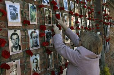 Memoria y Libertad homenajea a los republicanos fusilados en el Cementerio del Este de Madrid