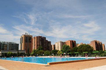 Las 60 piscinas municipales de verano abrir n de hoy al 5 for Piscina municipal mostoles