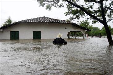 """Aumentan a 14 los muertos en Honduras por las lluvias causadas por """"Agatha"""""""