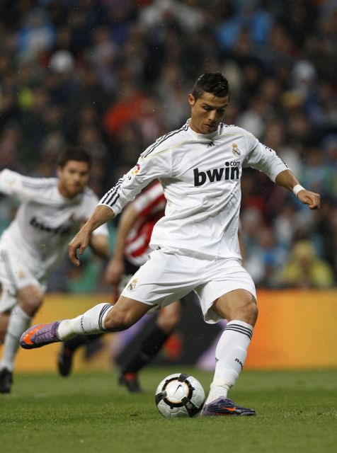 Temporada I [FINAL 18/11/11] Real Madrid - Bayern de Munich Ronaldo_dispara-el-penalti-640x640x80