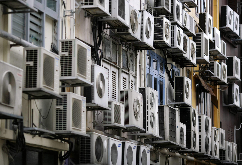fachada de un edificio de singapur cubierta de aparatos de aire vivek prakash reuters ques