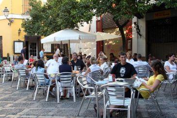Las terrazas la cerveza los amigos y las tapas son la for Terrazas de verano madrid