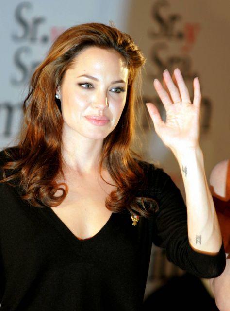 tatuaje kapaz. numeros romanos en tatuajes. Angelina Jolie con tatuaje del número 13 | Qué.