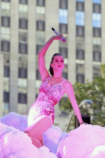 Katy Perry se venga de un compañero de clase y le dedica su tema 'Ur So Gay'