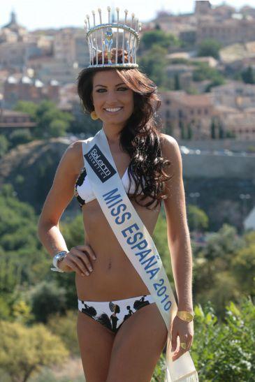 Paula Guilló, Miss España 2010, en el Día de la Banderita de Cruz Roja
