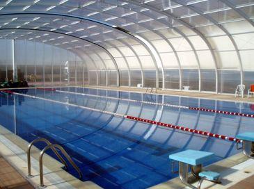 Nadar en piscina cubierta puede causar mutaciones genéticas por los productos fitosanitarios