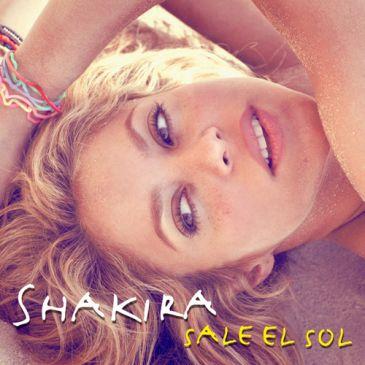 Shakira se tira a la arena en la portada de 'Sale el sol', su nuevo disco