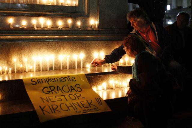 Velas en se al de luto por la muerte de n stor kirchner for Perdida de senal tv