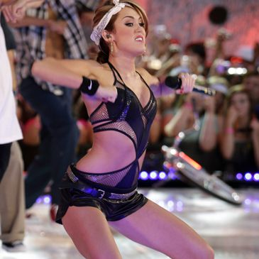 Miley Cyrus Desnuda Y Muy Sey En Unas Supuestas Fotos Tomadas Con
