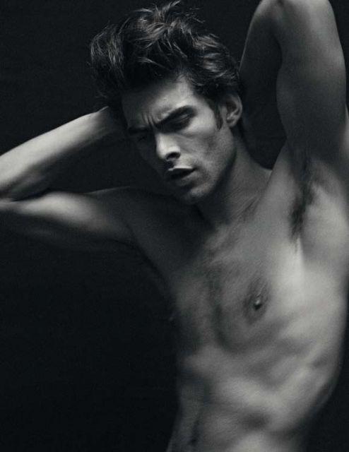 Jon Kortajarena, 'desnudo' para 'Vogue'