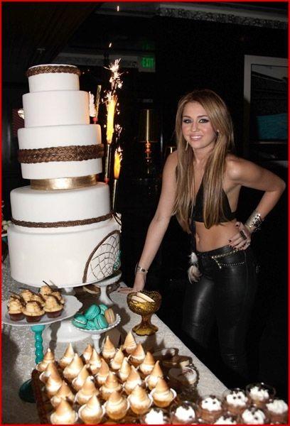 Miley cyrus en su fiesta de 18 cumplea os qu es - Photocall cumpleanos 18 anos ...