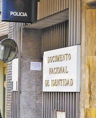 La cita previa para renovar el dni oscila entre un mes y casi dos qu es - Oficinas renovacion dni barcelona ...