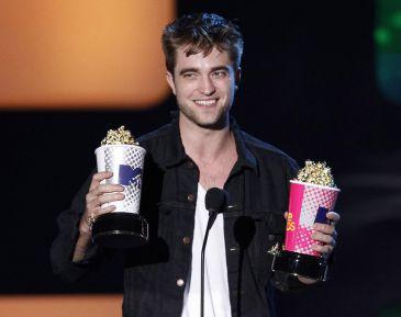 Toda la verdad sobre Robert Pattinson, la estrella de Crepúsculo, en Cosmopolitan TV