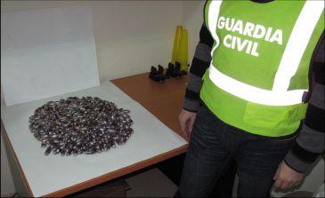 Dos detenidos con 350 bellotas de hachís en un control de la Guardia Civil en la A-4, en Santa Elena