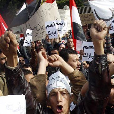 Cientos de miles de personas abarrotan ya la capital de Egipto para pedir la marcha de Mubarak