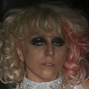 Lady GaGa se pasa con la cocaína y pinta con ceras sus paredes