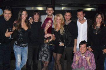 Piqué y Shakira confirman el 'waka-rumor' con una foto en Facebook en la que celebran juntos su cumpleaños