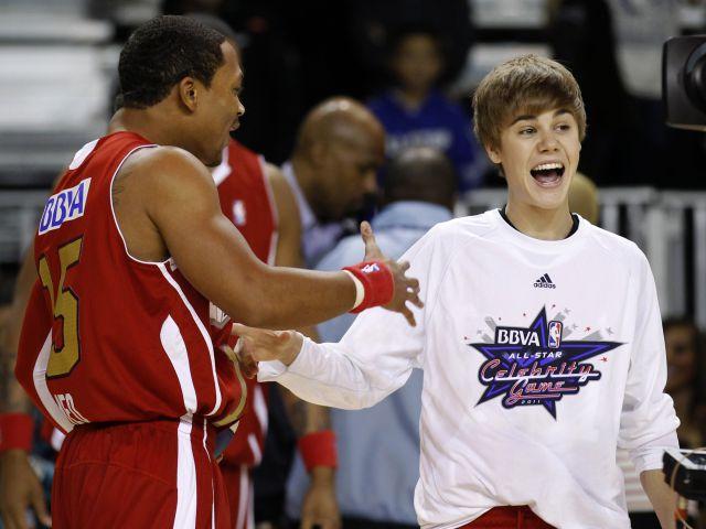 Justin Bieber sale a calentar