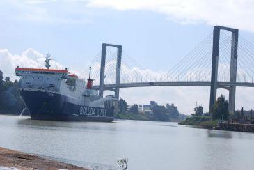 Boluda inaugura una línea regular de mercancías entre Sevilla y las islas Canarias