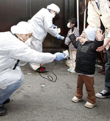 Alarma nuclear en Japón: la radiación dañará la salud de los japoneses y su medio ambiente durante años