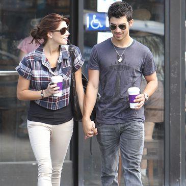 Joe Jonas, de Jonas Brothers y Ashley Green, de la saga 'Crepúsculo' han roto: un amor sin boda