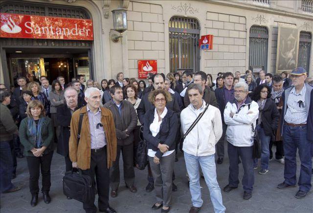 Fachada de una sucursal del banco santander de barcelona for Horario oficinas banco santander barcelona