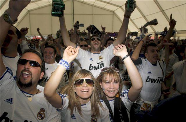 Los hinchas del Real Madrid ganan la Liga de los infieles
