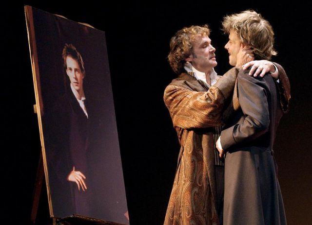"""""""El retrato de Dorian Gray: una edición comentada y sin censura"""" (2011) incluye por primera vez todos los pasajes censurados, que el editor, Nicholas Frankel, completa con anotaciones extensas y vistosas ilustraciones. EFE/Archivo"""