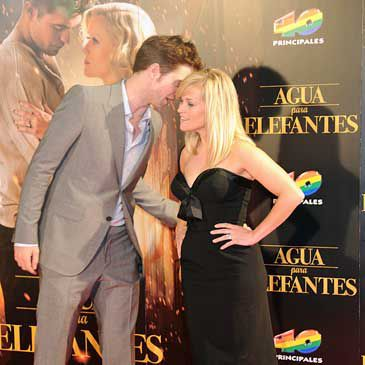 "Reese Whiterspoon: ""Robert Pattinson y yo hablamos mucho sobre la fama"""