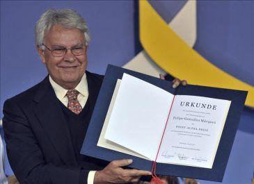 Felipe González galardonado por su aporte a la unidad de Europa y de Alemania