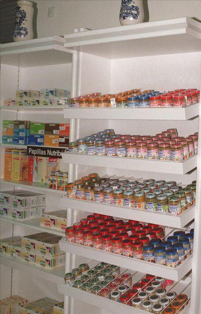 Estanteras con productos alimenticios para bebs EFEArchivo Ques