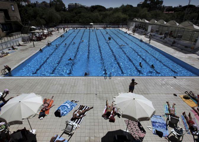 En lo que va de mes de julio ya han muerto 19 personas for Piscina municipal almeria