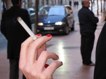 El 46 por ciento de los castellanoleoneses cree que la ley antitabaco ha aumentado el ruido nocturno en las calles