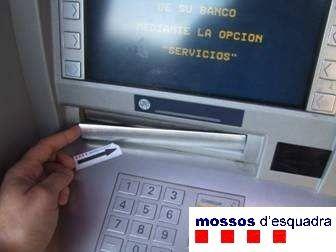 Los mossos alertan de un tipo de robo en cajeros que for Cajeros barcelona