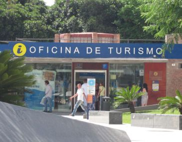la oficina de turismo de la plaza de la marina reabre tras
