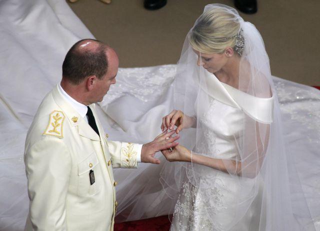 Boda Real en Mónaco: Charlene pone el anillo en la mano del príncipe Alberto